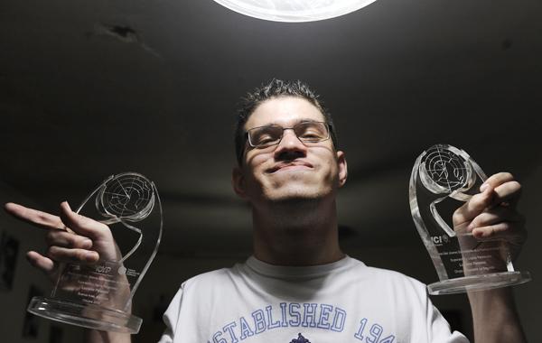 Rosario, 25 de febrero de 2011. Luciano Palazesi, estudiante con capacidades diferentes recibió premio en Buenos Aires. Foto: Enrique Rodríguez Moreno